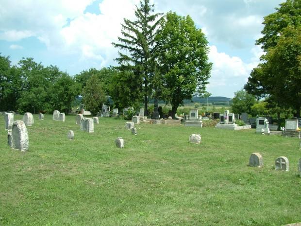 Szívalakú sírkövek
